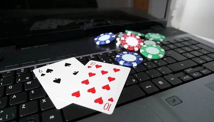 Menggertak di Poker Online